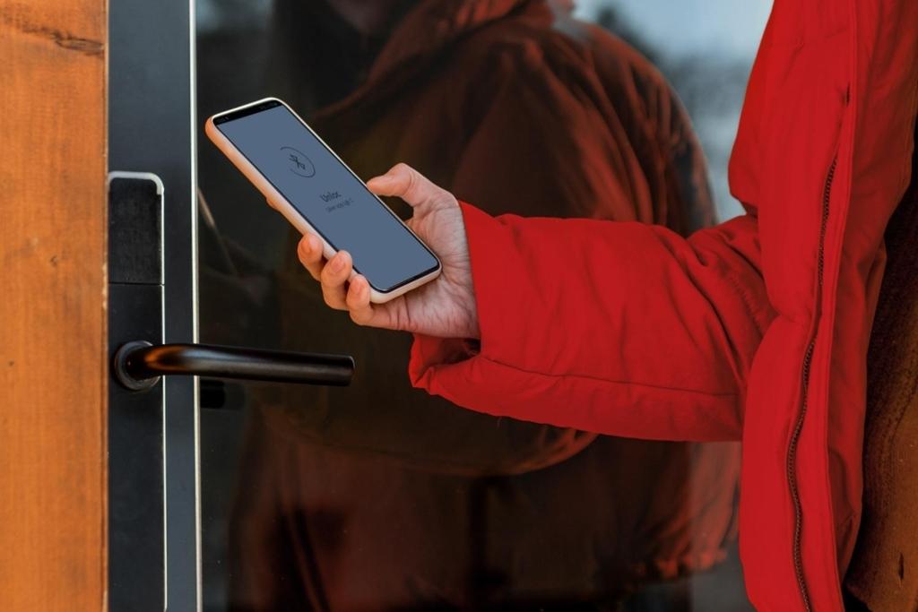 Digitala nyckelfria lås öppnas med Everons mobilapp